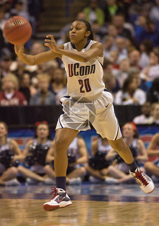 040709TVWOMENFINALFOUR7.UConn's Renee Montgomery (20) passes the ball to a teammate early in the first half at the NCAA Women's Final Four at the Scottrade Center in St. Louis, MO on Tuesday April 7, 2009..MCT/TIM VIZER