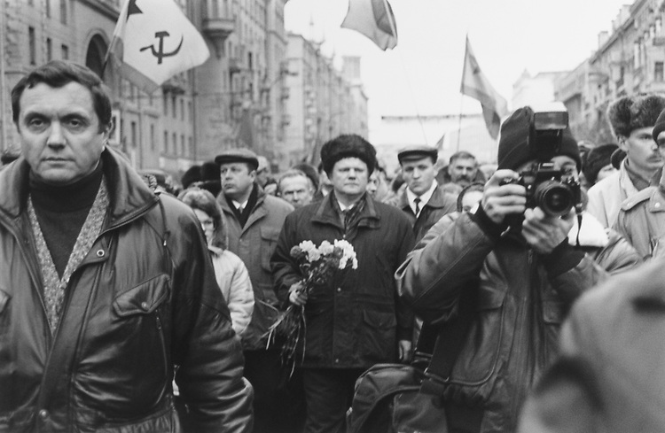 Leader of the Communist Party of the Russian Federation Gennady Zyuganov in center, carries flowers in Moscow political rally in Nov. 27, 1995. (Photo by Bill Thomas/CQ Roll Call via Getty Images)