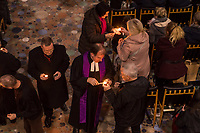 Nach einem Gedenkgottesdienst in der Kaiser Wilhelm-Gedaechtniskirche am Mittwoch den 19. Dezember 2018, dem 2. Jahrestag des Terroranschlag durch den islamistischen Terroristen Anis Amri auf den Weihnachtsmarkt am Berliner Breitscheidplatz am 19. Dezember 2016, gingen die Gottesdienstteilnehmer zur Gedenkstaette vor der Kirche. Sie stellten Friedenslichter auf und legten Blumen nieder.<br /> Im Bild Pfarrer Martin Germer verteilt in der Kirche das Friedenslicht.<br /> 19.12.2018, Berlin<br /> Copyright: Christian-Ditsch.de<br /> [Inhaltsveraendernde Manipulation des Fotos nur nach ausdruecklicher Genehmigung des Fotografen. Vereinbarungen ueber Abtretung von Persoenlichkeitsrechten/Model Release der abgebildeten Person/Personen liegen nicht vor. NO MODEL RELEASE! Nur fuer Redaktionelle Zwecke. Don't publish without copyright Christian-Ditsch.de, Veroeffentlichung nur mit Fotografennennung, sowie gegen Honorar, MwSt. und Beleg. Konto: I N G - D i B a, IBAN DE58500105175400192269, BIC INGDDEFFXXX, Kontakt: post@christian-ditsch.de<br /> Bei der Bearbeitung der Dateiinformationen darf die Urheberkennzeichnung in den EXIF- und  IPTC-Daten nicht entfernt werden, diese sind in digitalen Medien nach §95c UrhG rechtlich geschuetzt. Der Urhebervermerk wird gemaess §13 UrhG verlangt.]