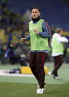 Calcio, Serie A: Roma vs Frosinone. Roma, stadio Olimpico, 30 gennaio 2016.<br /> Roma&rsquo;s Francesco Totti warms up during the Italian Serie A football match between Roma and Frosinone at Rome's Olympic stadium, 30 January 2016.<br /> UPDATE IMAGES PRESS/Isabella Bonotto
