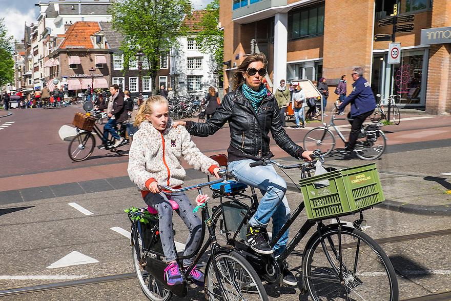 Nederland, Amsterdam, 30 mei 2015<br /> Fietsverkeer in de stad.  <br /> Foto: Michiel Wijnbergh