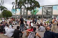 CURITIBA, PR, 25.01.2014 – PROTESTO CONTRA REALIZAÇÃO DA COPA  - Protesto contra a realização da Copa do mundo no Brasil,realizado na tarde desse sábado(25), no centro de Curitiba, termina em frente a Prefeitura de Curitiba com intervenção da guarda municipal. (FOTO: PAULO LISBOA  / BRAZIL PHOTO PRESS)