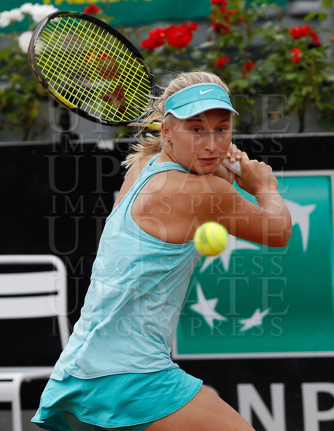 La russa Daria Gavrilova in azione contro la statunitense Christina McHale durante gli Internazionali d'Italia di tennis a Roma, 15 maggio 2015. <br /> Russia's Daria Gavrilova in action against Christina McHale, of the US, during the Italian Open tennis tournament in Rome, 15 May 2015.<br /> UPDATE IMAGES PRESS/Riccardo De Luca