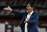 BOGOTÁ - COLOMBIA, 17-09-2017: Flabio Torres, técnico del Pasto, gesticula durante el encuentro entre Independiente Santa Fe y Deportivo Pasto por la fecha 12 de la Liga Aguila II 2017 jugado en el estadio Nemesio Camacho El Campin de la ciudad de Bogota. / Flabio Torres, coach of Pasto, gestures during match between Independiente Santa Fe and Deportivo Pasto for the date 12 of the Aguila League II 2017 played at the Nemesio Camacho El Campin Stadium in Bogota city. Photo: VizzorImage/ Gabriel Aponte / Staff