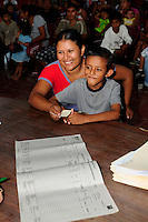 A mother and her son receiving the results of their tests, as part of a series of medical investigations carried out by the 'Nefrolempa' health team into the high incidence of chronic renal failure in the region.<br />