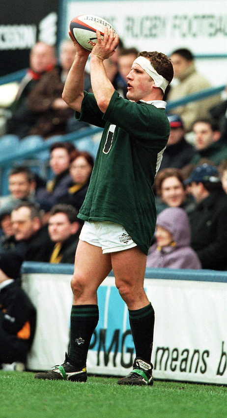 Photo. Richard Lane. .Wasps v London Irish.Tetley Bitter Cup Quarter Final.28/2/99..Richard Kirke throughs in at a line out.