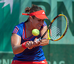 Anabel Medina-Garrigues (ESP) defeats Laura Robson (GBR) 6-2, 6-1
