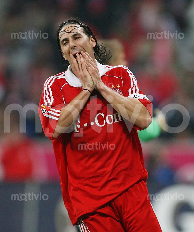 Fussball 1. Bundesliga Saison 2006/2007    12. Spieltag           FC Bayern Muenchen - VfB Stuttgart Claudio PIZARRO (Muenchen) enttaeuscht nach vergebener Torchance.