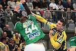 Rhein Neckar Loewe Andy Schmid (Nr.2) gegen G&ouml;ppingens Kresimir Kozina (Nr.44) beim Spiel in der Handball Bundesliga, Rhein Neckar Loewen - FRISCH AUF! Goeppingen.<br /> <br /> Foto &copy; PIX-Sportfotos *** Foto ist honorarpflichtig! *** Auf Anfrage in hoeherer Qualitaet/Aufloesung. Belegexemplar erbeten. Veroeffentlichung ausschliesslich fuer journalistisch-publizistische Zwecke. For editorial use only.