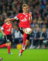 FUSSBALL   1. BUNDESLIGA   SAISON 2012/2013   5. SPIELTAG FC Schalke 04 - FSV Mainz 05                               25.09.2012        Niko Bungert (FSV Mainz 05) Einzelaktion am Ball