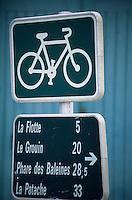 Europe/France/Poitou-Charente/17/Charente-Maritime/Ile de Ré: Panneau sur les pistes cyclables