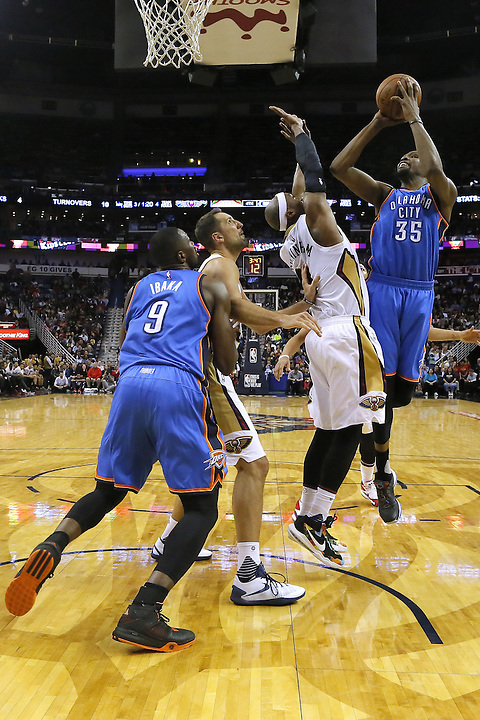 Oklahoma City Thunder forward Kevin Durant (35) shoot over New Orleans Pelicans forward Dante Cunningham (44) during the second half of an NBA basketball game Thursday, Feb. 25, 2016, in New Orleans. The Pelicans won 123-119. (AP Photo/Jonathan Bachman)