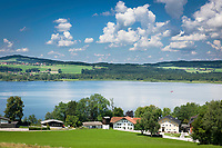 Oesterreich, Salzburger Land, Flachgau, der Wallersee bei Henndorf am Wallersee mit dem Hotel Seebrunn | Austria, Salzburger Land, region Flachgau, Waller Lake near Henndorf am Wallersee with Hotel Seebrunn