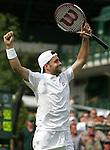 Tennis All England Championships Wimbledon Nicolas Kiefer (GER) jubelt nach seinem 5-Satz-Sieg.