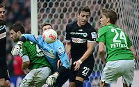 FUSSBALL   1. BUNDESLIGA   SAISON 2012/2013    26. SPIELTAG SV Werder Bremen - Greuther Fuerth                        16.03.2013 Sokratis Papastathopoulos (li) und Nils Petersen (re, beide SV Werder Bremen) gegen Torwart Torwart Max Gruen (2.v.l.) und Thanos Petsos (3.v.l., alle Greuther Fuerth)