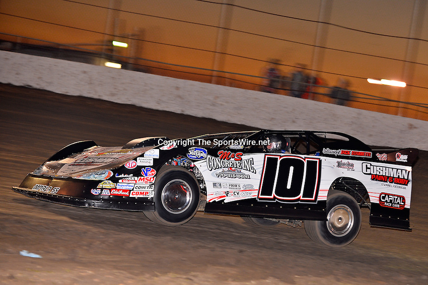 Feb 17, 2014; 6:38:05 PM;  Barberville, FL, USA;  World of Outlaws Late Model Series for 43rd Annual DIRTcar Nationals presented by Summit Racing Equipment at Volusia Speedway Park.  Mandatory Credit: (thesportswire.net)