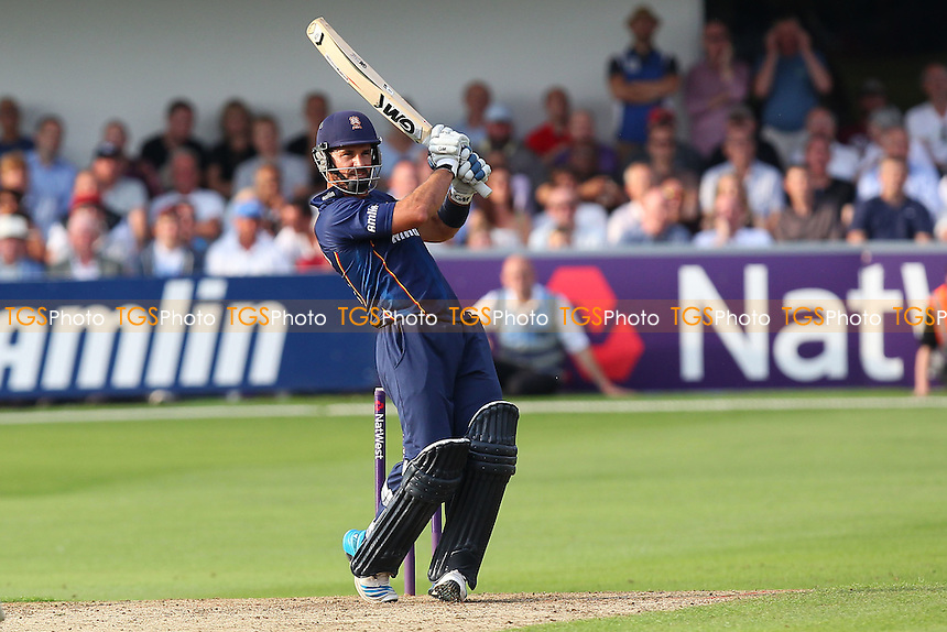 Ryan ten Doeschate hits six runs for Essex - Essex Eagles vs Sussex Sharks - NatWest T20 Blast Cricket at the Essex County Ground, Chelmsford, Essex - 25/07/14 - MANDATORY CREDIT: Gavin Ellis/TGSPHOTO - Self billing applies where appropriate - contact@tgsphoto.co.uk - NO UNPAID USE