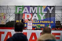In migliaia si sono radunati al Circo massimo per una protesta contro il ddl Cirinn&agrave; e a favore della famiglia tradizionale.<br /> Thousands of people were gathering in Rome&rsquo;s Circus Maximus for a pro-family protest that opposes proposed legislation permitting civil unions for same-sex couples and legal recognition for their families.