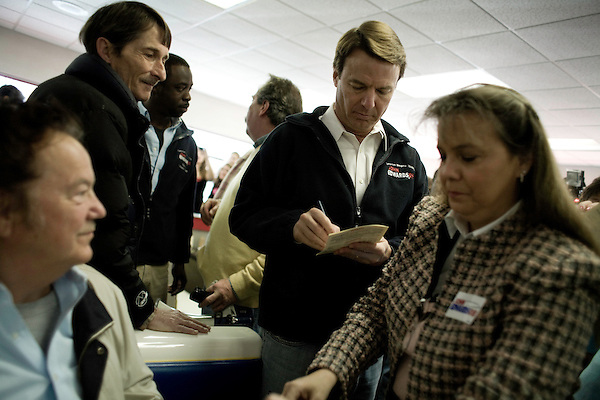 January 24, 2008. Laurens, SC.. Presidential candidate and former US senator, John Edwards campaigned across the western part of South Carolina today in an effort to shore up support before Saturday's primary election.. Edwards signed autographs for supporters at the Giant Burger in Laurens, SC.