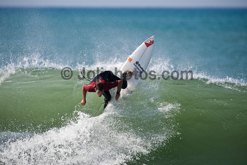 ARITZ ARANBURU (ESP) surfing at Hossegor in the South West region of France. Photo: joliphotos.com