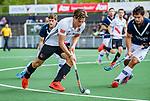 AMSTELVEEN  -  Boris Burkhardt (Adam) met Alexander Hendrickx (Pinoke)   Hoofdklasse hockey dames ,competitie, heren, Amsterdam-Pinoke (3-2)  . COPYRIGHT KOEN SUYK