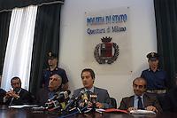 8 GIU 2004 Milano: conferenza stampa dopo l'arresto di AHMED SAYED OSMAN RABEI (considerato una delle menti degli attentati di Al Qaeda a Madrid) e di YAHIA PAYUMI palestinese, ARMANDO SPATARO con MASSIMO MAZZA, MAURIZIO ROMANELLI e FRANCESCO GRATTERI. .JUN 8 2004 Milan: Press conference after the arrest of AHMED SAYED OSMAN RABEI (considered one of the promoters of Al Qaeda attacks in Madrid ) and of the Palestinian YAHIA PAYUMI. From the left FRANCESCO GRATTERI, ARMANDO SPATARO, MAURIZIO ROMANELLI , MASSIMO MAZZA..
