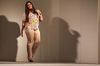 SAO PAULO, SP, 31.01.2015 - FASHION WEEKEND PLUS SIZE / INVERNO 2015 / RAMO SELVAGEM - Modelo durante desfile da grife Ramo Selvagem no Fashion Weekend Plus Size , moda inverno 2015 no Centro de Convenções Frei Caneca na Bela Vista região central de São Paulo, na noite deste sábado, (31). (Foto: Marcos Moraes / Brazil Photo Press).