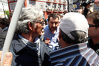 Matteo Salvini il segretario della Lega Nord deve rinunciare ad un  suo intervento in piazza Carlo III a Napoli e va via scortato dalla polizia