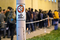 UNGARN, 08.04.2018, Budapest XI. Bezirk. Wahlabend der Parlamentswahl: An manchen Orten standen die Menschen noch Stunden nach der offiziellen Schliessung der Wahllokale Schlange, um ihre Stimme abzugeben, hier in der Bocskai &uacute;t. Vorne ein Plakat der MKKP (Doppelschwaenzige Hunde-Partei): &quot;Mehr von allem, weniger von nichts!&quot; | Parliamentary election night: At some places people still queued up for hours after the official end of the election session in order to be able to cast their vote, here in Bocskai street. In front a MKKP (Two-tailed dog party) election poster: &quot;More of everything, less of nothing!&quot;<br /> &copy; Martin Fejer/estost.net