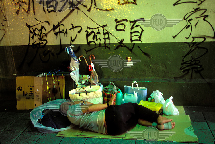 Homeless person, Shinyuku, Tokyo, Japan...© Mark Henley/Panos Pictures