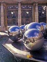 Europe/France/Ile-de-France/75001/Paris: Palais Royal - Fontaines sculptées par Pol Bury et Galerie d'Orléans