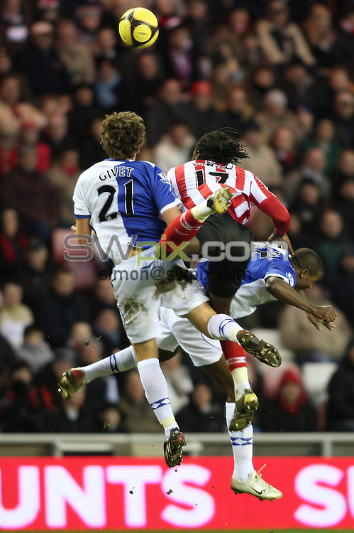 PICTURE BY JEREMY RATA/SWPIX.COM. Barclays Premier League 2008/9 - Sunderland v Blackburn Rovers - Stadium of Light, Sunderland, England. 24th January 2009. Sunderland's Kenwyne Jones beats Blackburn's Gael Clivet and Aaron Mokoena to the ball..Copyright - Simon Wilkinson - 07811267706
