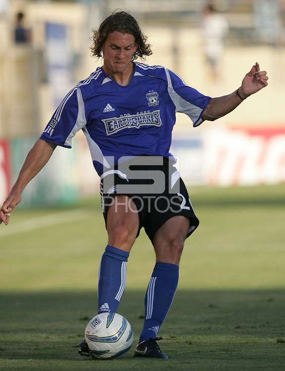 23 July 2005: Kelly Gray of the Earthquakes in action against the MetroStars at Spartan Stadium in San Jose, California.  Earthquakes defeated MetroStars, 2-1.  Credit: Michael Pimentel / ISI
