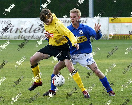 2008-12-14 / voetbal / Merksplas - Vosselaar /  Daan Ranshuygen (vooraan, Merksplas)  in duel met Tom Vermeiren.