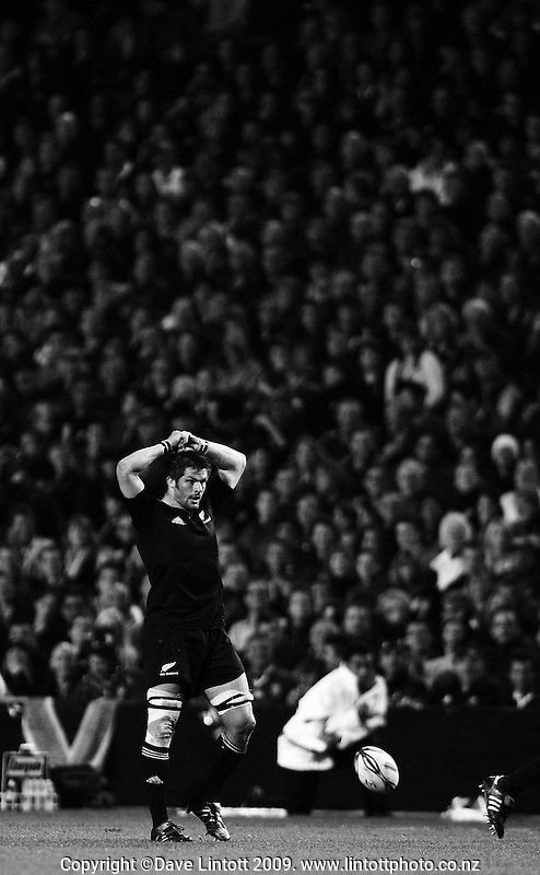 All Blacks captain Richie McCaw takes a breather during the Investec Tri-Nations rugby match between the NZ All Blacks and South African Springboks at Waikato Stadium, Hamilton, New Zealand on Saturday 12 September 2009. Photo: Dave Lintott / lintottphoto.co.nz