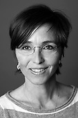 MARIE LOUISE TOKSVIG, f. 1969, er uddannet journalist i 1995. Har i en årrække dækket rets- og kriminalstof for Ekstra Bladet og i flere tv-programmer. Har derudover arbejdet med især aktualitets- og debatstof på tv og som redaktionsleder på bl.a. Ekstra Bladet.