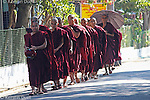 Daily routine in the Mahasi Sasana Yeiktha centre: Procession to lunch at 10:30