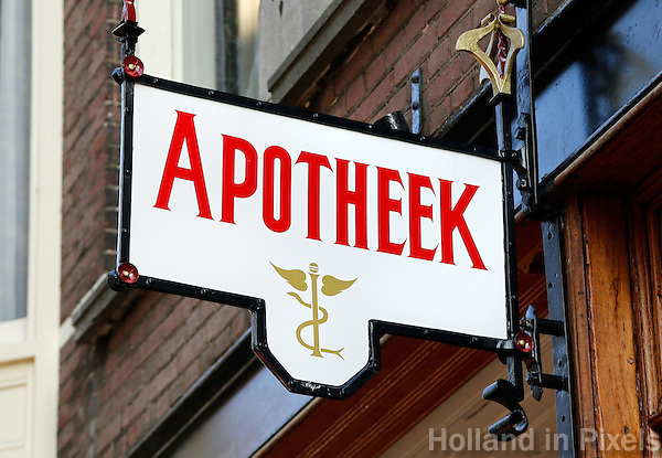 Uithangbord van een Apotheek in Den Haag