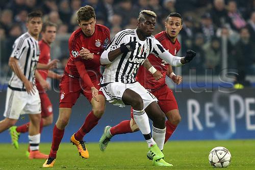 23.02.2016. Turin, Italy. UEFA Champions League football. Juventus versus Bayern Munich.  Paul Pogba Juventus, Thomas Muller Bayern