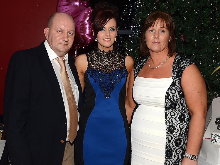 Sinead Cluskey celebrating her 21st birthday in the Thatch with parents David and Linda. Photo:Colin Bell/pressphotos.ie