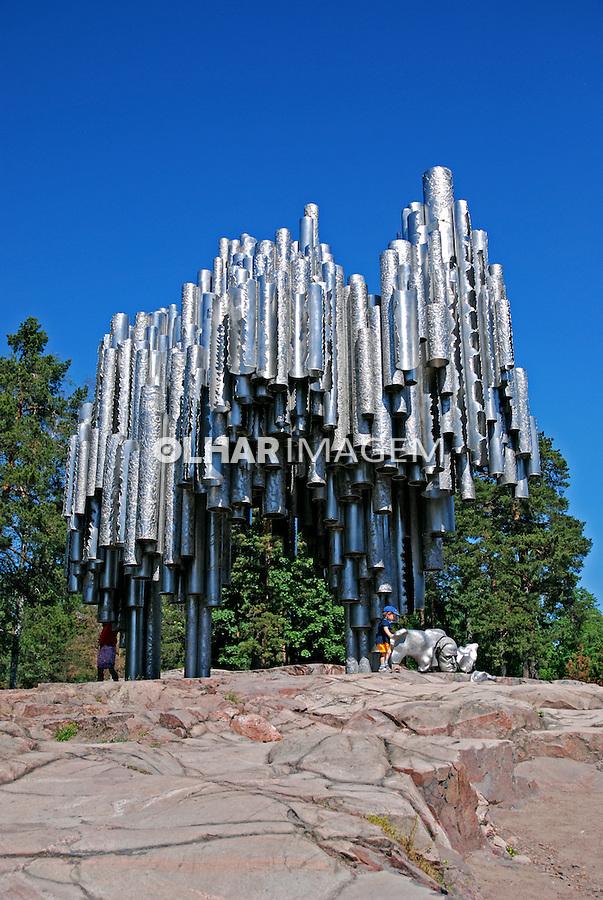 Escultura em parque de Helsinki. Finlândia. 2007. Foto de Vinicius Romanini.