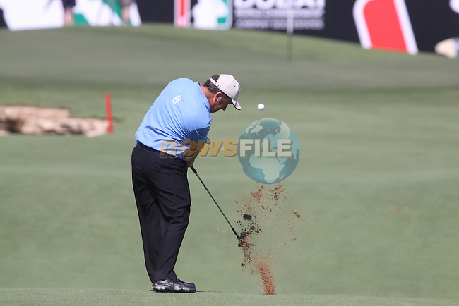Damien McGrane plays his 2nd shot on the 18th hole during the opening round of Day 1 at the Dubai World Championship in Jumeirah Golf Estates, Dubai  UAE, 19th November 2009 (Photo by Eoin Clarke/GOLFFILE)