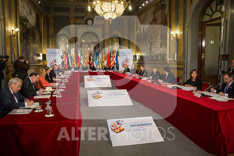 Spanish Prime Minister Mariano Rajoy and Felipe VI of Spain attend a meeting with the Presidents of 17 autonomous governments at the Senate in Madrid, January  17, 2017. (ALTERPHOTOS/Rodrigo Jimenez)