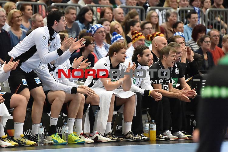 02.04.2016, LANXESS arena, K&ouml;ln , GER, Handball DHB Testl&auml;nderspiel,   Deutschland (GER) vs. D&auml;nemark ( DK) <br /> <br /> im Bild / picture shows: <br /> <br /> Torjubel von der Bank <br /> <br /> <br /> Foto &copy; nordphoto / meuter