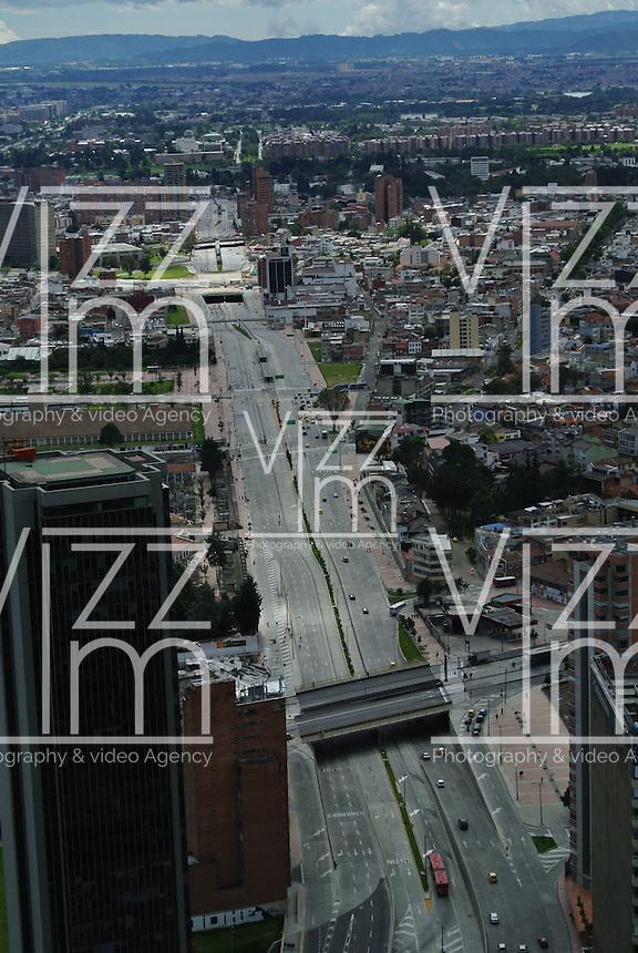 BOGOTÁ -COLOMBIA. Aspecto de la Calle 26 en el centro de la ciudad de Bogotá, Colombia./ Aspect of 26 Avenue in downtown Bogota, Colombia. Photo: VizzorImage/ Str
