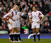Twickenham, GREAT BRITAIN, Mike TINDALL left , Andy FARRELL and Jonny WILKINSON, confer, during the  England vs Scotland, Calcutta Cup Rugby match played at the  RFU Twickenham Stadium on Sat 03.02.2007  [Photo, Peter Spurrier/Intersport-images]....