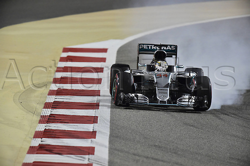 03.04.2016. Sakhir, Bahrain. F1  Grand Prix of Bahrain, 44 Lewis Hamilton (GBR, Mercedes AMG Petronas Formula One Team) locks up his tyres