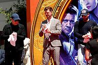 Kevin Feige, Chris Hemsworth und Chris Evans bei der Hand and Footprints Ceremony der 'Avengers: Endgame'- Darsteller am TCL Chinese Theatre Hollywood. Los Angeles, 23.04.2019