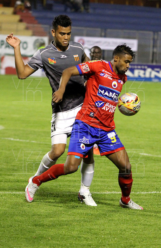 PASTO - COLOMBIA -25-02-2016: Harold Reina (Der.) jugador de Deportivo Pasto disputa el balón con Jefferson Gomez (Izq.) jugador del Envigado FC, durante partido Deportivo Pasto y Envigado FC,  por la fecha 6 de la Liga Aguila I 2016, jugado en el estadio Libertad de la ciudad de Pasto.  / Harold Reina (R) player of Deportivo Pasto fights for the ball with Jefferson Gomez (L) player of Envigado FC, during a match Deportivo Pasto and Envigado FC, for the date 6 of the Liga Aguila I 2016 at the Libertad stadium in Pasto city. Photo: VizzorImage. /Leonardo Castro / Str.