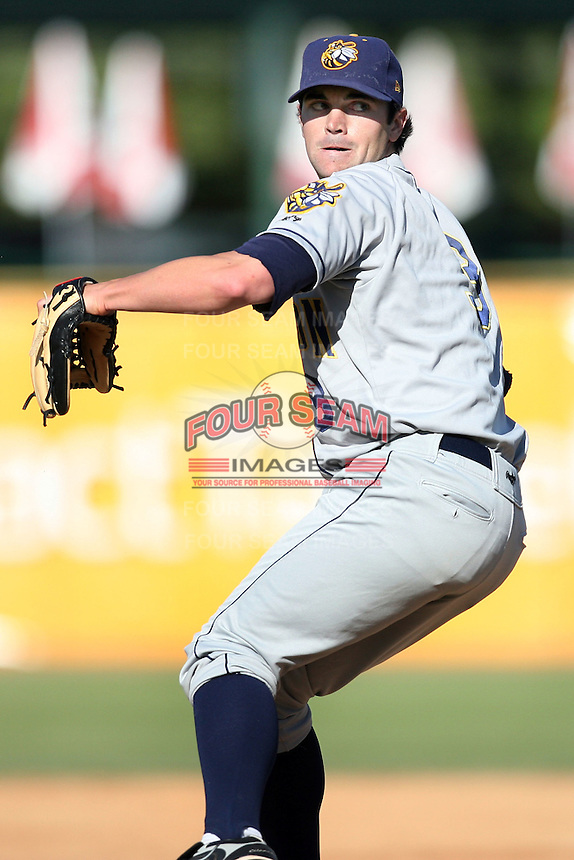 May 14, 2009: Barry Bowden (3) of the Burlington Bees at Elfstrom Stadium in Geneva, IL.  Photo by: Chris Proctor/Four Seam Images